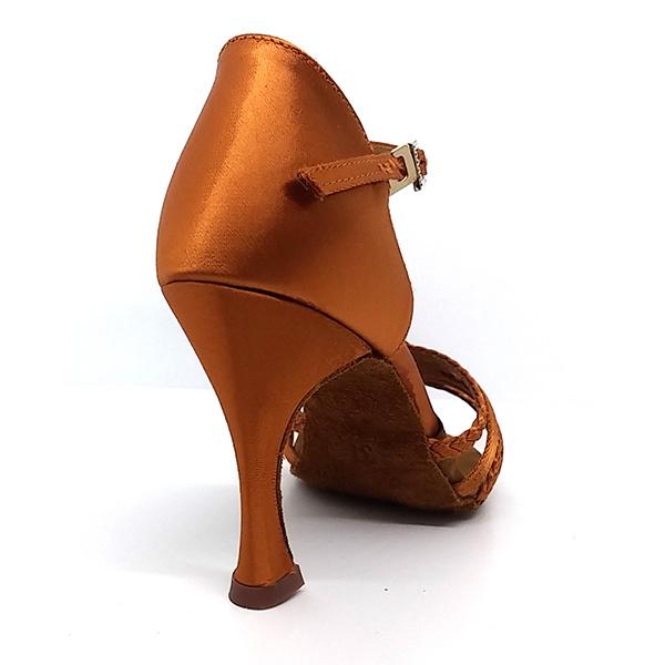 zapato de baile con tacón alto